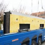 Prefab betonwand met isolatie materiaal en bakstenen